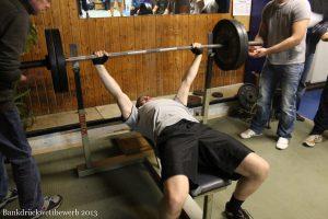 Bankdrückturnier 2013 - Ein Athlet in Aktion